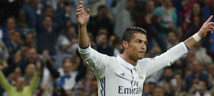 Real i díky Ronaldově brance otočil zápas proti Sportingu v samotném závěru
