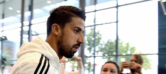Společně s trenérem přišel na tiskovou konferenci i Sami Khedira