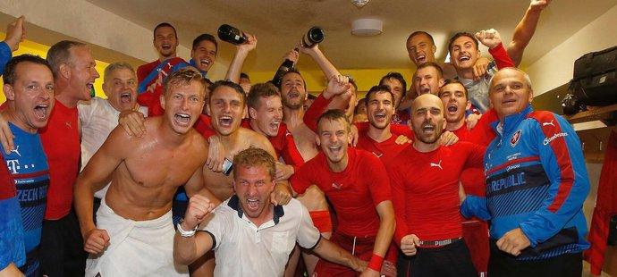 Fotbalisté české reprezentace do 21 let slaví postup na EURO
