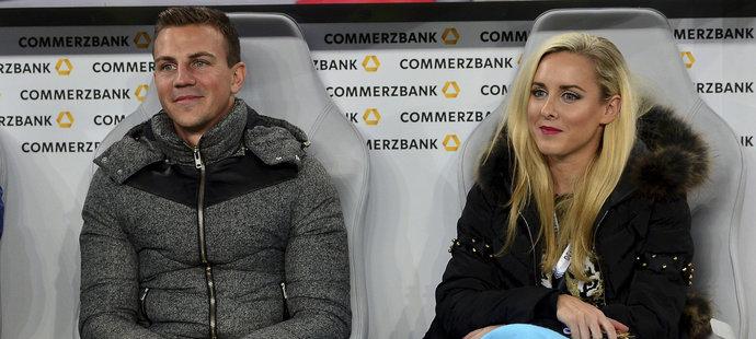 Vladimír Darida s přítelkyní Kateřinou před zápasem české reprezentace v Německu.