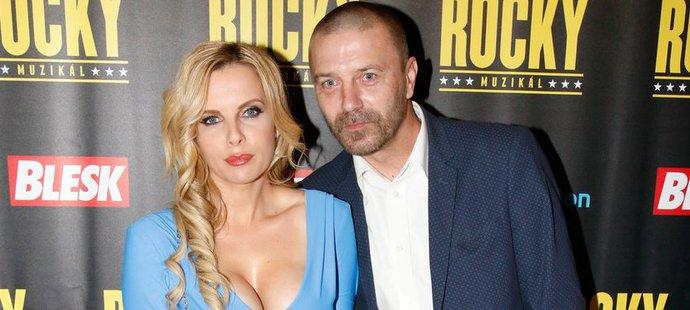 Bývalý fotbalista Tomáš Řepka se na premiéře muzikálu Rocky objevil s novou přítelkyní Kateřinou Kristelovou.