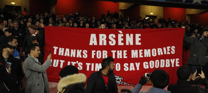 Vzkaz fanoušků Arsenalu: Arséne, díky za vzpomínky, ale nastal čas se rozloučit