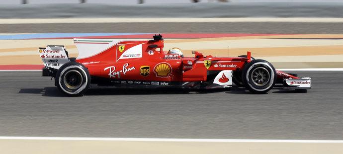 Sebastian Vettel během tréninku v Bahrajnu