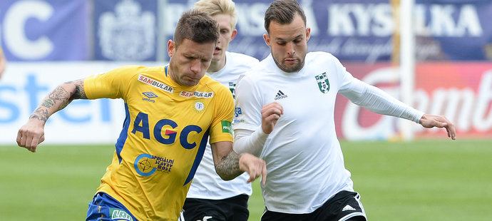 Martin Fillo (vlevo) v zápase proti Karviné