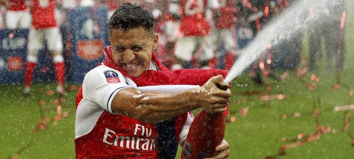 Bude moci Alexis Sánchez zanedlouho znovu bouchat šampaňské díky příchodu Kyliana Mbappého?