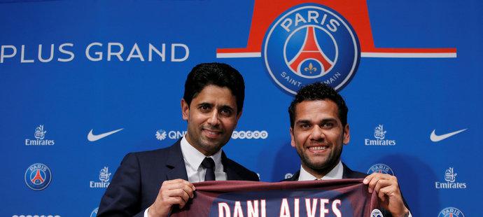 Obránce Dani Alves se stal novou posilou PSG, kde podepsal dvouletou smlouvu