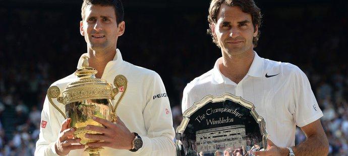 Roger Federer ve finále Wimbledonu v roce 2014 na Djokoviče nestačil