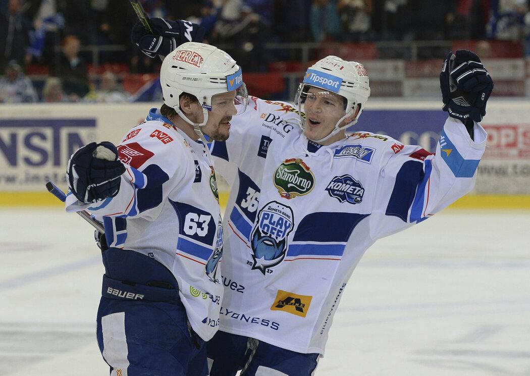Ondřej Němec a Jakub Krejčík slaví vedoucí branku třetího zápasu