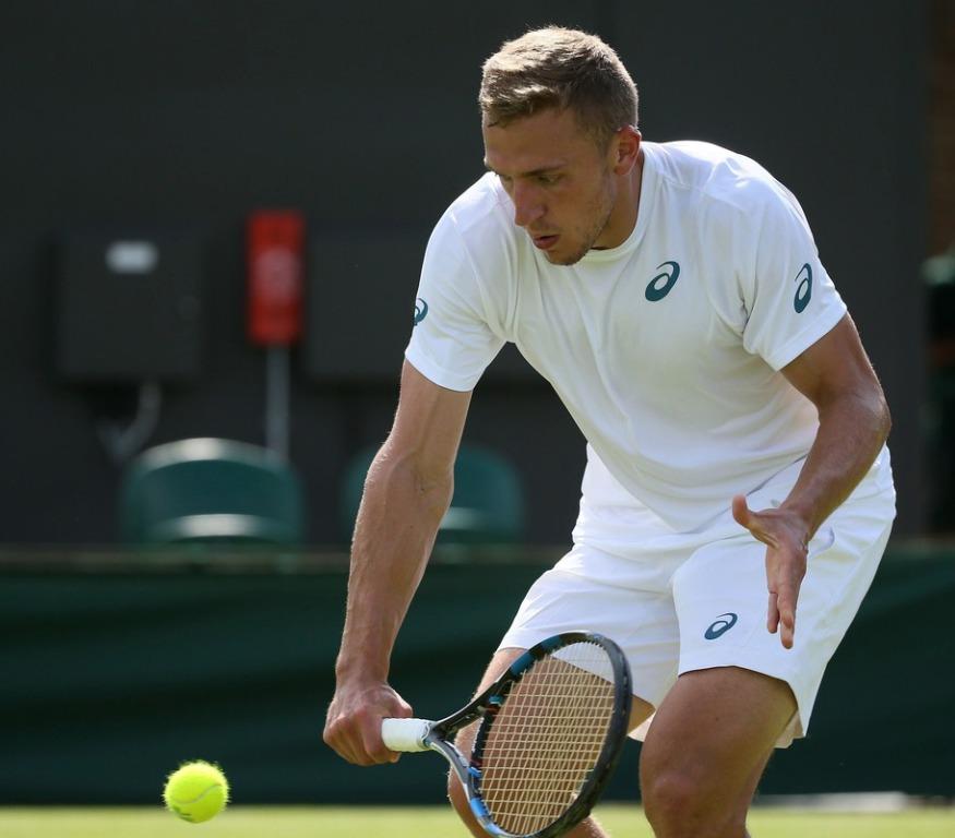 Alexander Ward hraje ve Wimbledonu skvěle
