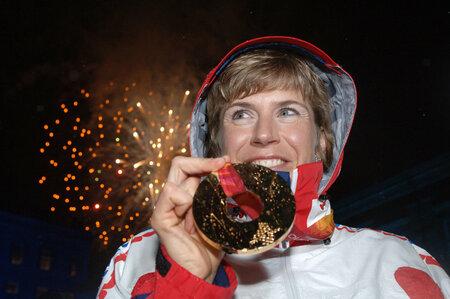 Jednu zlatou medaili už Kateřina Neumannová z olympiády v Turíně má. Dodatečně by mohla získat další.
