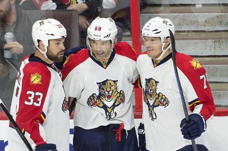 Willie Mitchell (vlevo) spolu s Jágrem a Kulikovem