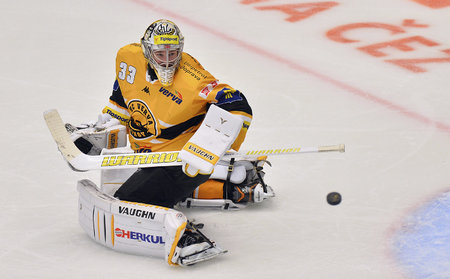 Pavel Francouz si v KHL bude zvykat na jinou pozici.