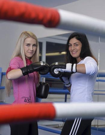 České boxerky Fabiana Bytyqi (vlevo) a Lucie Sedláčková