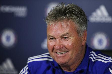 Guus Hiddink strávil poslední sezonu v Chelsea