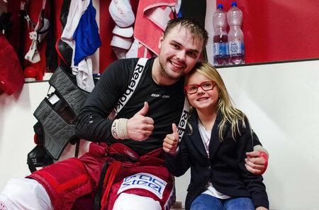 Člen české hokejové reprezentace Milan Doudera se sestrou
