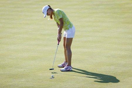 Klára Spilková zahrála v úvodním kole olympijského turnaje v Riu de Janeiro šest ran nad normu hřiště a patří jí 51. příčka.