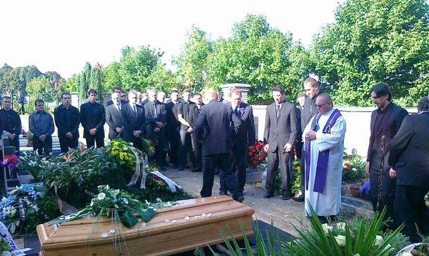 Poslední rozloučení s Josefem Vašíčkem na havlíčkobrodském hřbitově
