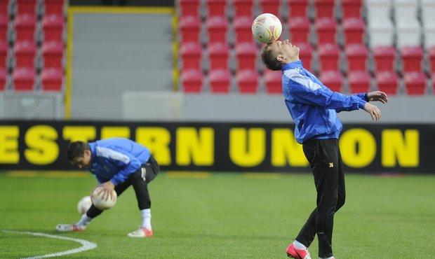 Daniel Kolář předvádí míčovou magii na středečním tréninku Plzně. Viktoriáni se připravovali na turecké soupeře z Fenerbahce před osmifinálovým střetem Evropské ligy