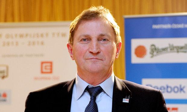 Trenér české hokejové reprezentace Alois Hadamczik během tiskové konference, na které oznámil nominaci pro ZOH v Soči