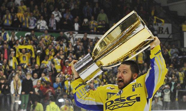 Hokejisté Zlína oslavují zisk historicky druhého titulu