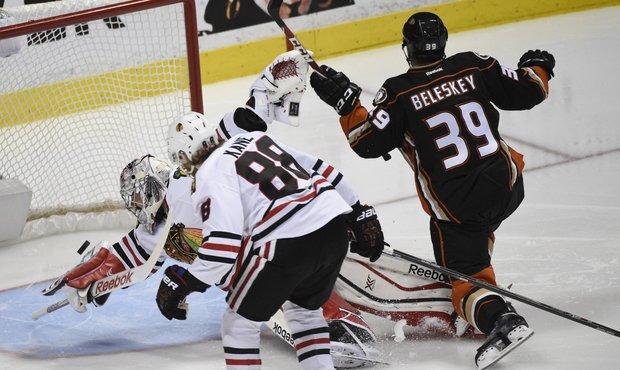 Ducks téměř ztratili vyhraný duel, finále se přiblížili v nastavení