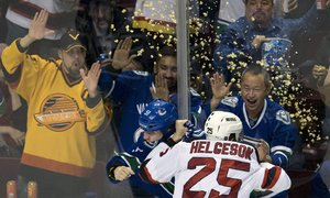 Sprcha popcornem. Bitku v NHL okořenila netradiční přísada