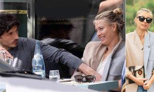 Dopingová hříšnice Mária Šarapova má místo tenisu jinou radsot. Nového přítele modela Andrése Velencosu.