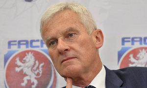 Šéf Listkiewicz chválí sudí: Udělali méně chyb než ti z Premier League