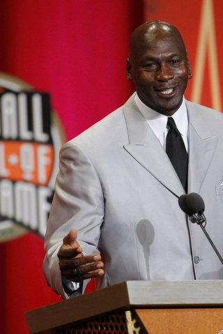 Neuvěříte, za kolik se draží staré kecky legendárního basketbalisty Jordana