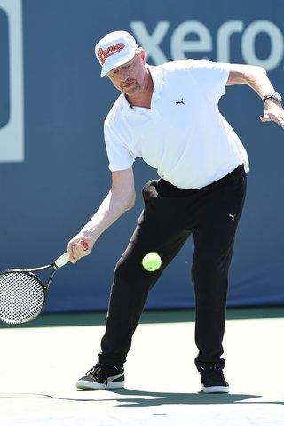 Senzaci Wimbledonu 1987 bleskově zabila ALS. Byl jsi lepší, smutní i Becker
