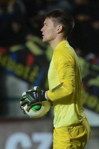 Fotbalisté Basileje ve druhém utkání Ligy mistrů porazili na svém stadionu Liverpool 1:0. Švýcarský tým s českým brankářem Tomášem Vaclíkem a obráncem Markem Suchým ve skupině B napravil úvodní debakl 1:5 ze hřiště obhájce Realu Madrid. Ten se na půdě outsidera Ludogorce Razgradu nečekaně trápil a odvezl si jen těsný triumf 2:1.