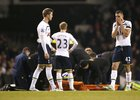 Šokovaní fotbalisté Tottenhamu.