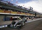 Lewis Hamilton si v kvalifikaci na Velkou cenu Malajsie vyjel pole position