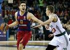 Tomáš Satoranský diriguje své spoluhráče z Barcelony v euroligovém zápase proti Kaunasu