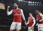 Radost v podání hráčů Arsenalu poté, co vstřelil Olivier Giroud gól.