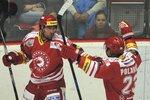 Irgl se raduje s Polanským z gólu do sítě Olomouce