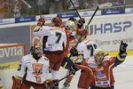 Pardubice slaví první vstřelenou branku.