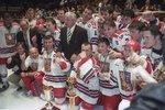 Kouč Luděk Bukač se svým zlatým týmem na MS ve Vídni 1996