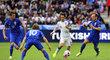 Tomáš Rosický si v závěru duelu v St. Etienne s Chorvaty při sprintu bez cizího přičinění poranil zadní stehenní sval