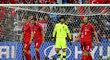 Zklamaní čeští hráči po inkasované brance