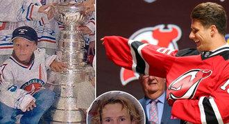 FOTO: Zacha se dotkl Stanley Cupu u� v 6 letech! A potkal Eli�e