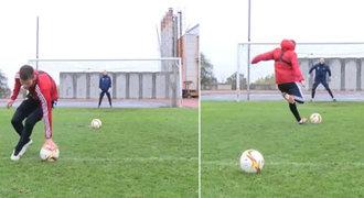 Hráči Dukly prošli testem: točili se kolem míče, pak kopali penalty