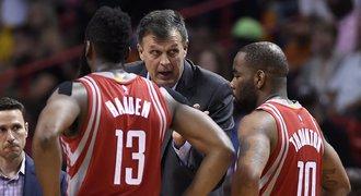 Houston pokračuje v NBA v trápení, potřetí prohrál o 20 bodů