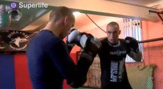 Superlife. Cesta k zápasu MMA 1. Redaktor iSport.cz trénuje na souboj v kleci