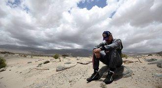 Sainz se z vedení na Dakaru radoval den, končí také Engel