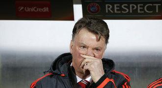 Jste ho*na, zuřili fanoušci United. Možná mají pravdu, řekl Van Gaal