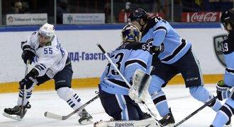 Zeď Salák! Chytil 52 střel a pomohl k postupu do čtvrtfinále KHL