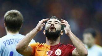 Galatasaray v problémech. Bohatý klub nesmí hrát rok evropské poháry