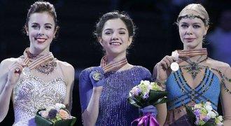 Světový rekord a ZLATO. Medveděvová ovládla mistrovství světa