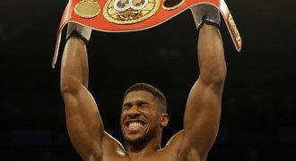 Joshua získal titul v těžké váze. Potvrdil ho drtivým hákem